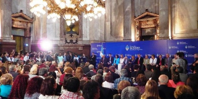 Entregan distinción a Costamagna por su liderazgo en el Desarrollo de América Latina